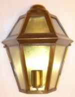 B009 mezza lanterna da parete in ottone cm. 34 x 29