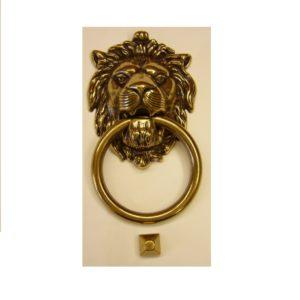 battiporta con doratura patinata e testa di leone