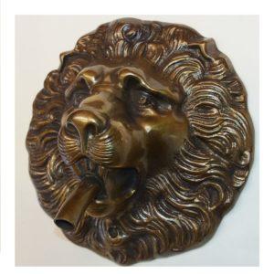 mascherone a testa di leone per fontana