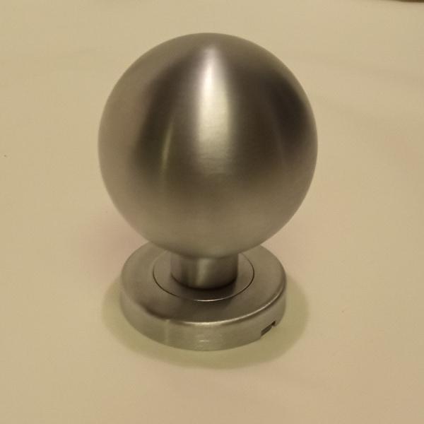 pomello a sfera in cromo satinato